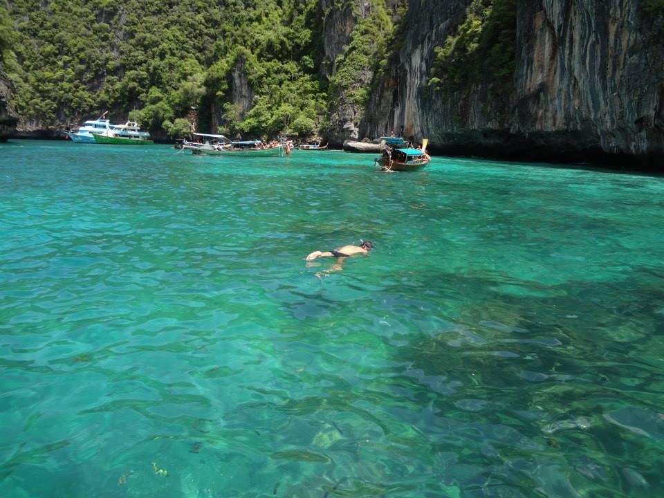 16 snorkling in phi phi