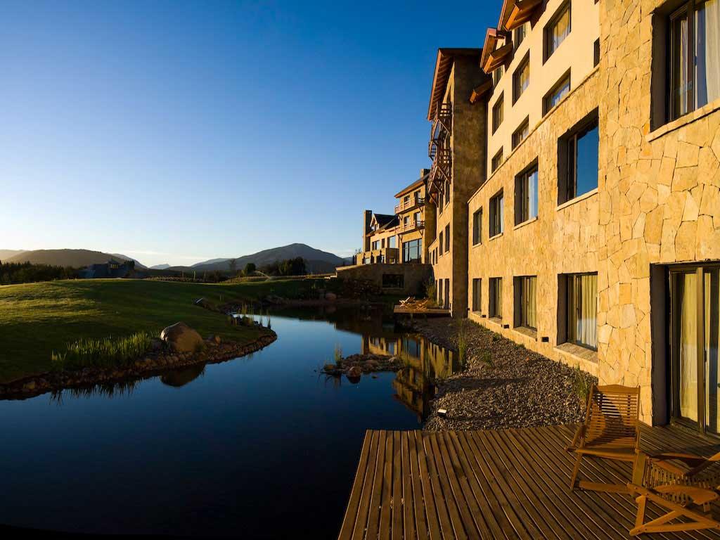 53dadd2bdcd5888e145d2af5_loi-suites-chapelco-hotel-san-martin-de-los-andes-argentina-110709-1