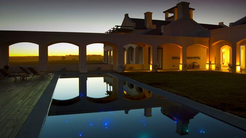 007775-01-exterior-pool-night3