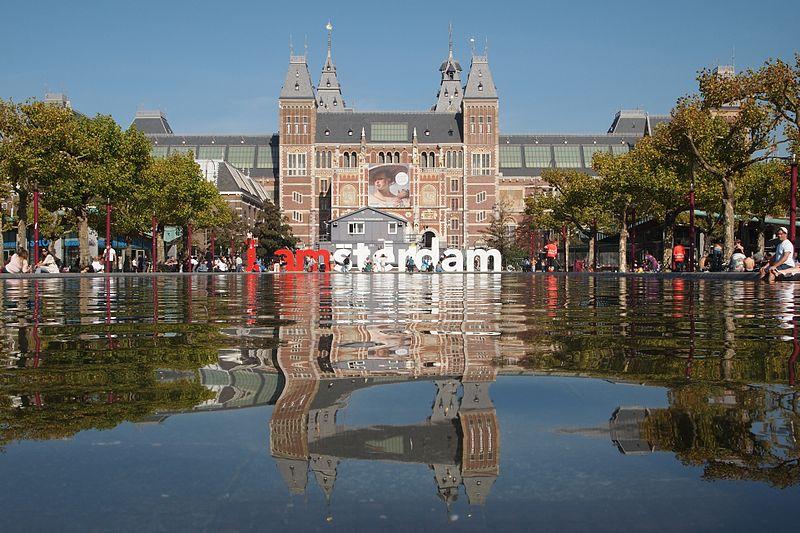 Crédito foto: https://commons.wikimedia.org/wiki/File:Rijksmuseum_IAmsterdam.jpg