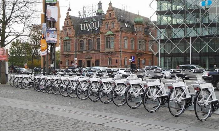 Crédito foto: http://oglobo.globo.com/boa-viagem/novas-bicicletas-publicas-de-copenhague-na-dinamarca-vem-com-tablets-embutidos-13290477