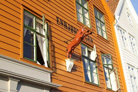 Crédito foto: http://www.tripadvisor.com/LocationPhotoDirectLink-g190502-d802371-i74258475-Enhjorningen-Bergen_Hordaland_Western_Norway.html