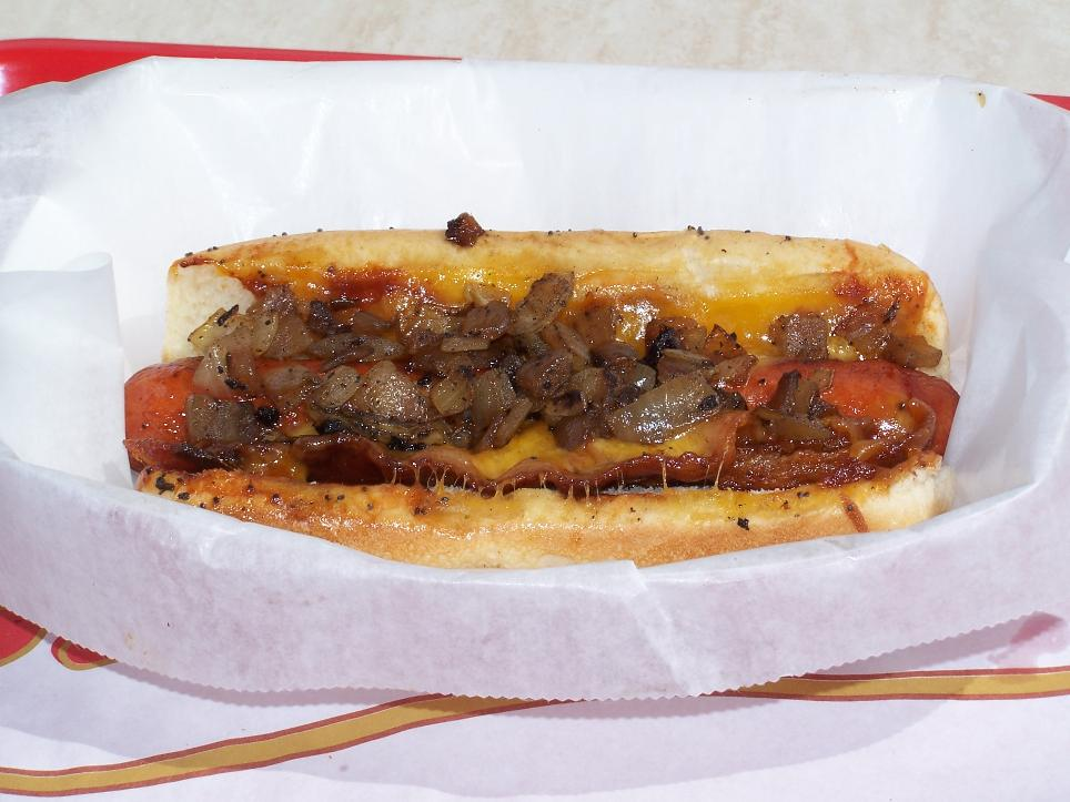 Crédito foto: http://www.roadfood.com/Forums/Bacon-Dog-would-you-put-anything-on-it-Pics-m616287.aspx