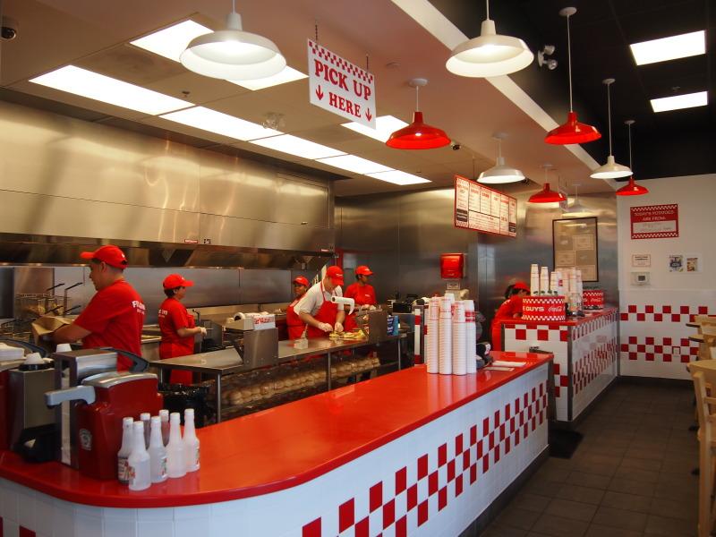 Crédito foto: http://www.foodigatorj.com/blog/2012/9/8/burger-five-guys-burger.html