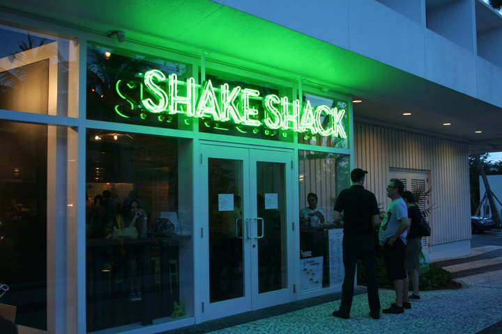 Crédito foto: http://www.miami.com/shacking-shake-shack-opens-next-week-coral-gables-article