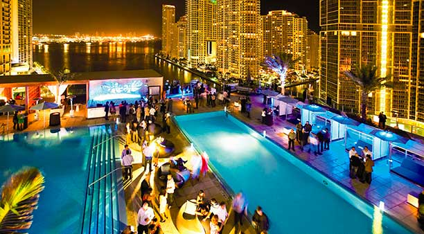 Rooftop do Epic Hotel/ Crédito foto: http://portugues.miamiandbeaches.com/featured-articles/rooftop-bars
