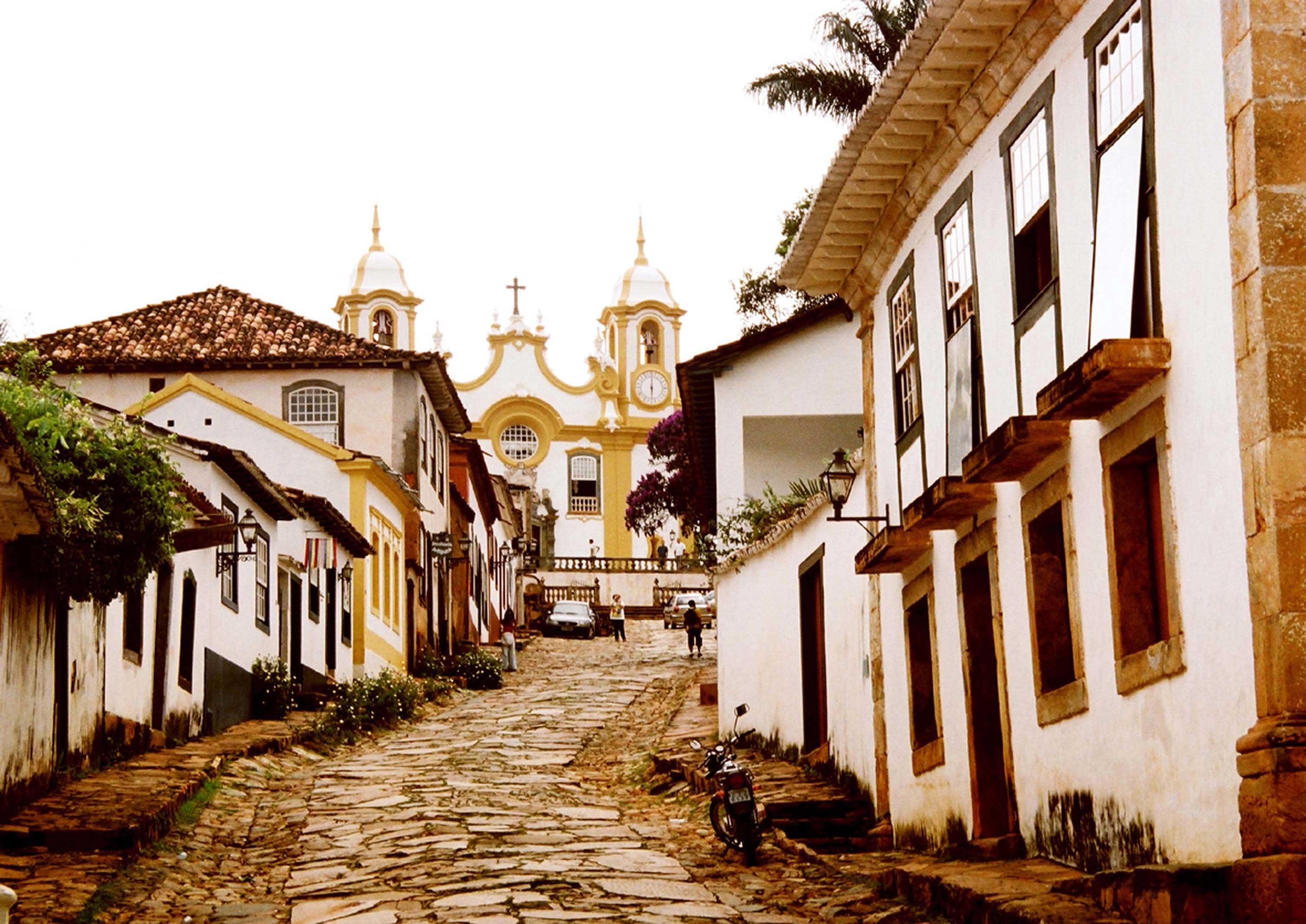 Crédito foto: http://www.alugueldevansbhmg.com.br/cidades-historicas-mg/aluguel-de-van-para-tiradentes-mg/
