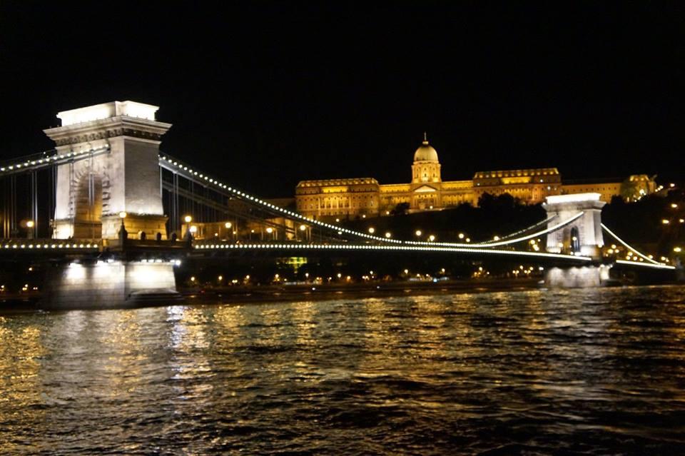 Chain Bridge e Buda Castle ao fundo