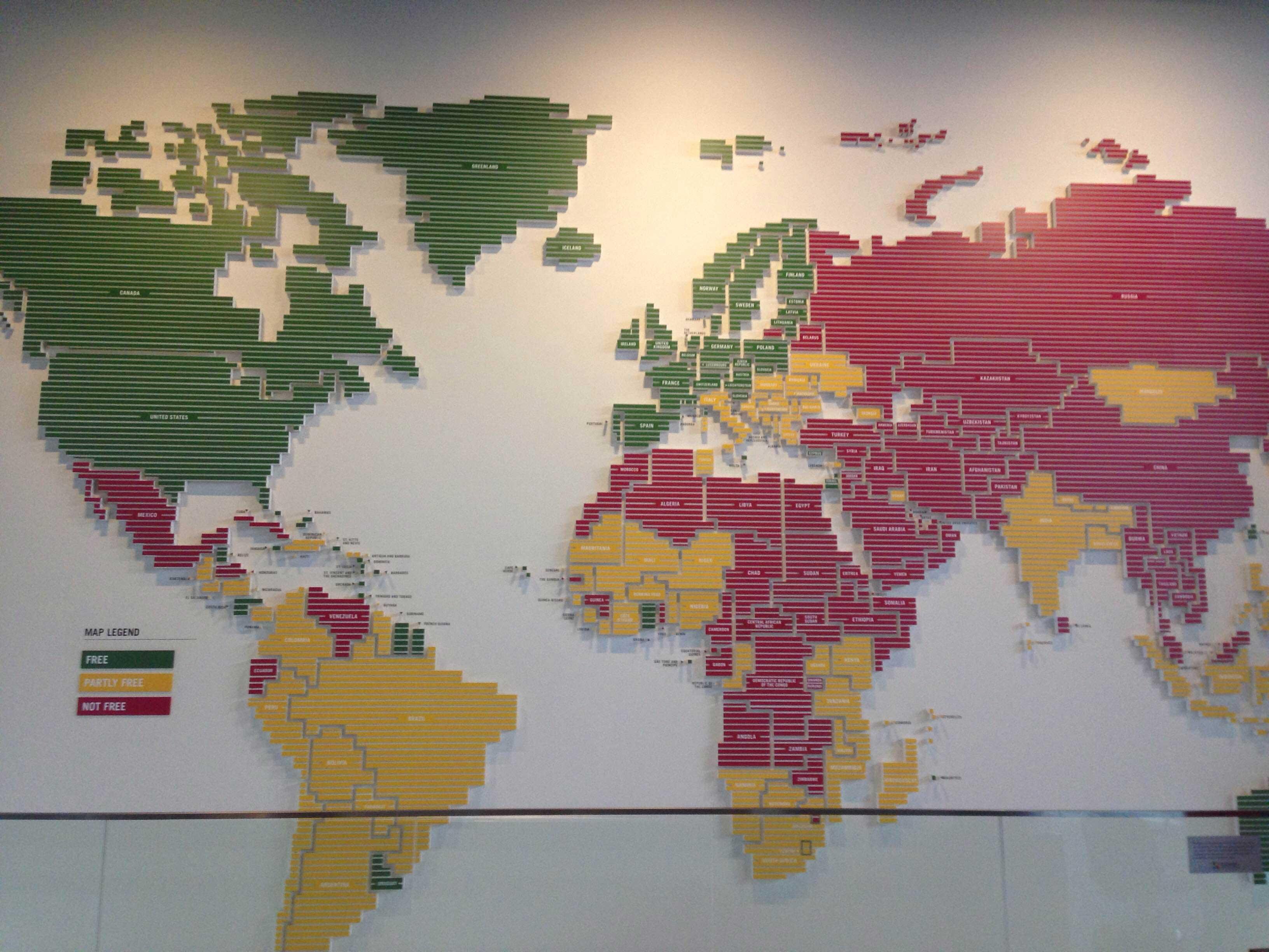 Mapa da liberdade de imprensa dos países. Verde = totalmente livres, amarelo = livre em partes e vermelhor = imprensa controlada.