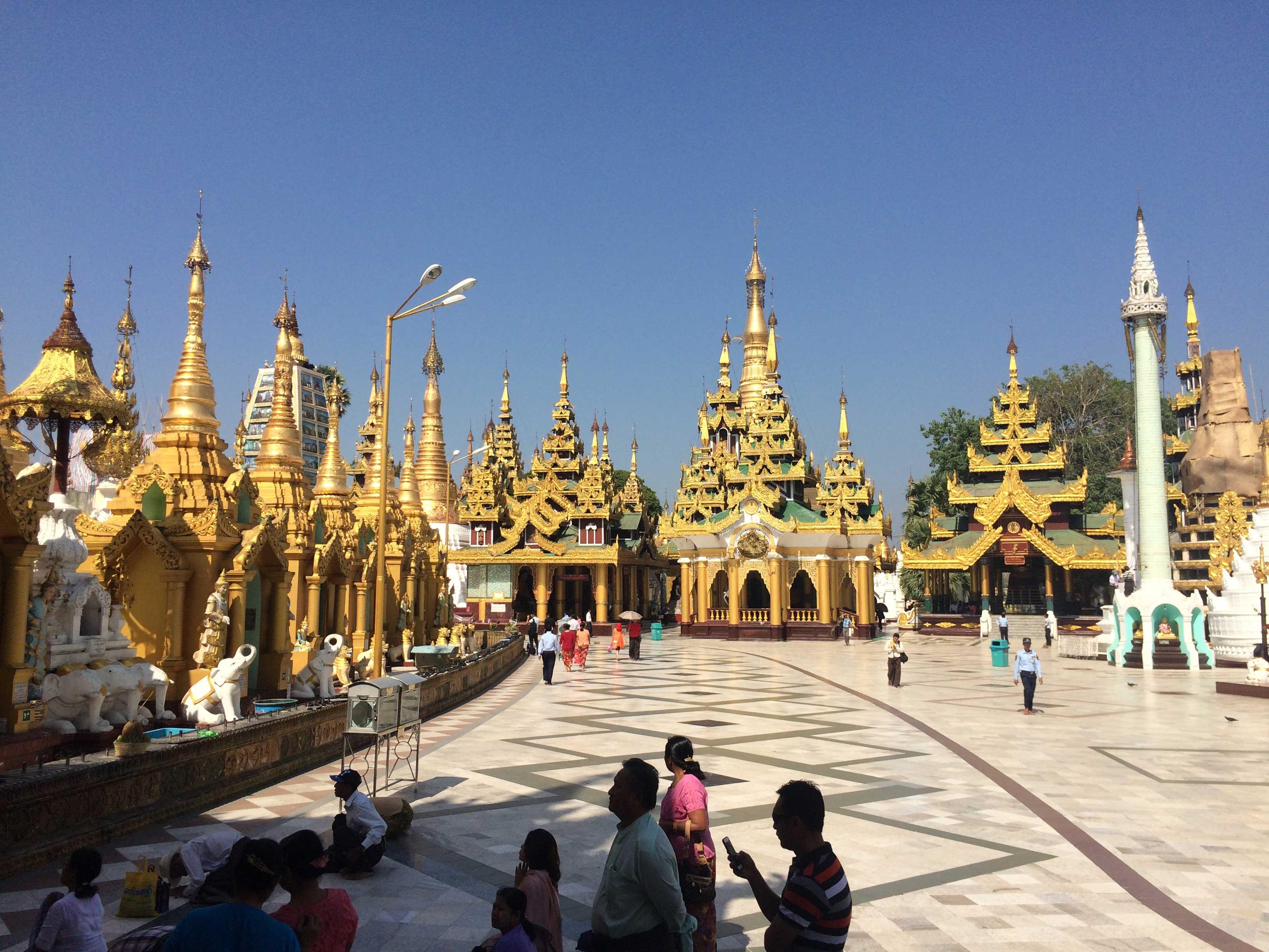 Shwedagon-pagoda-(2)
