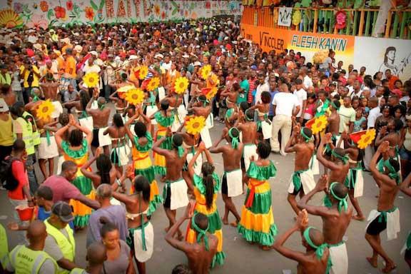 Crédito foto: http://caribjournal.com/2014/07/27/haiti-celebrates-carnaval-des-fleurs/