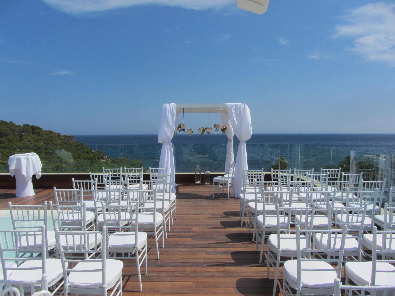 Crédito foto: http://ibizacloud9events.com/ibiza-cloud-9-wedding-venue-tips-featured-in-elle-belgium-2/