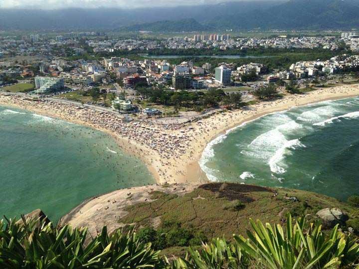 Praia da Macumba (esquerda) e Praia do Recreio (direita)/ Crédito foto: Ernesto Pletsch