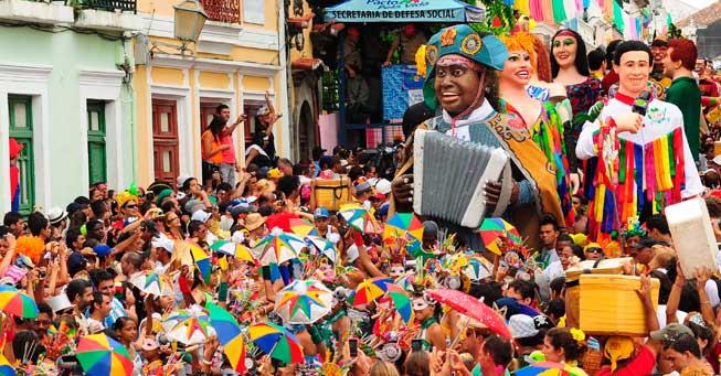 Olinda/ Crédito foto: http://www.surubimnews.com.br/olinda-abre-o-carnaval-da-cidade-nesta-quinta-feira/