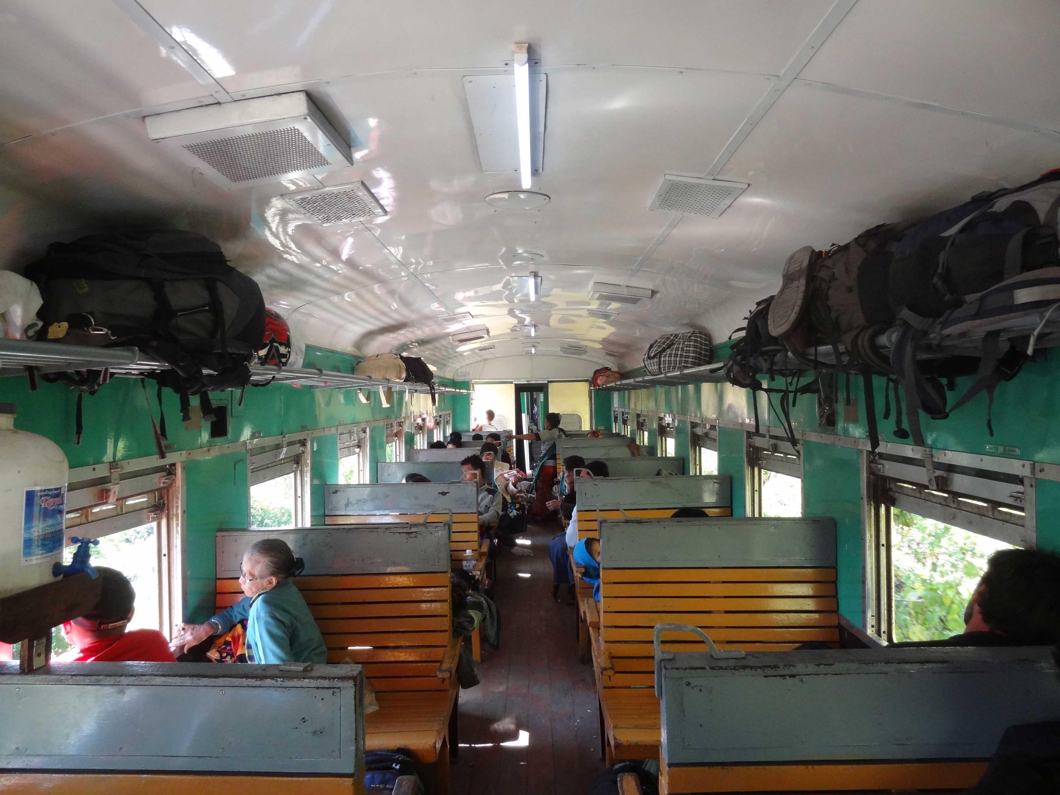 viagem-de-trem-entre-hsipaw-e-mandalay-(1)