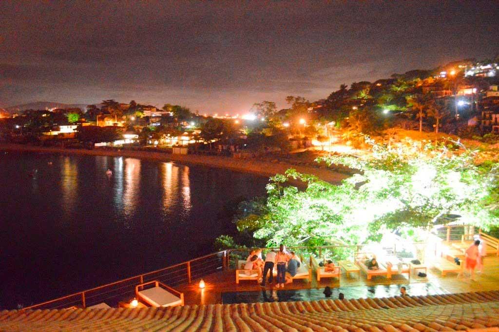 Crédito foto: http://fuigosteicontei.com.br/tres-restaurantes-romanticos-para-ir-a-dois-em-buzios-rj/