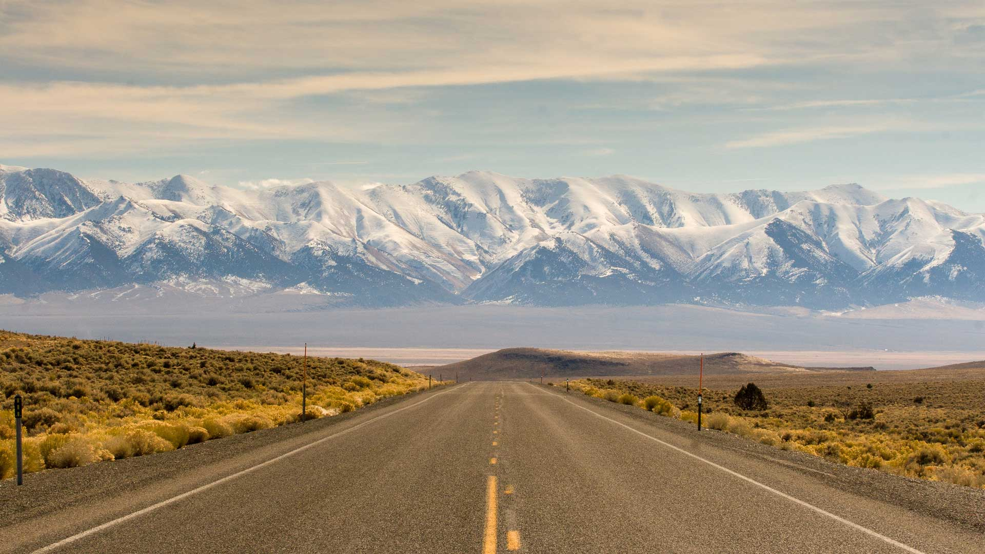 Crédito foto: https://www.reddit.com/r/pics/comments/1nh1bk/us_50_in_nevada_heading_east_on_the_loneliest/