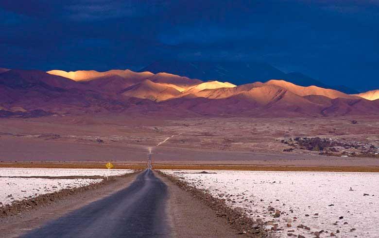Crédito foto: http://mundocinco.com/que-tal-sair-de-mendoza-na-argentina-e-atravessar-a-cordilheira-dos-andes-de-carro/