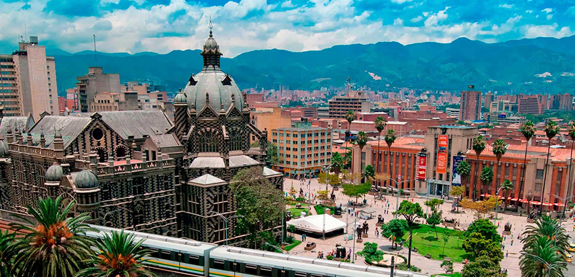 Medellín/ Crédito foto: http://www.dubbi.com.br/destinos/colombia/antioquia/medellin