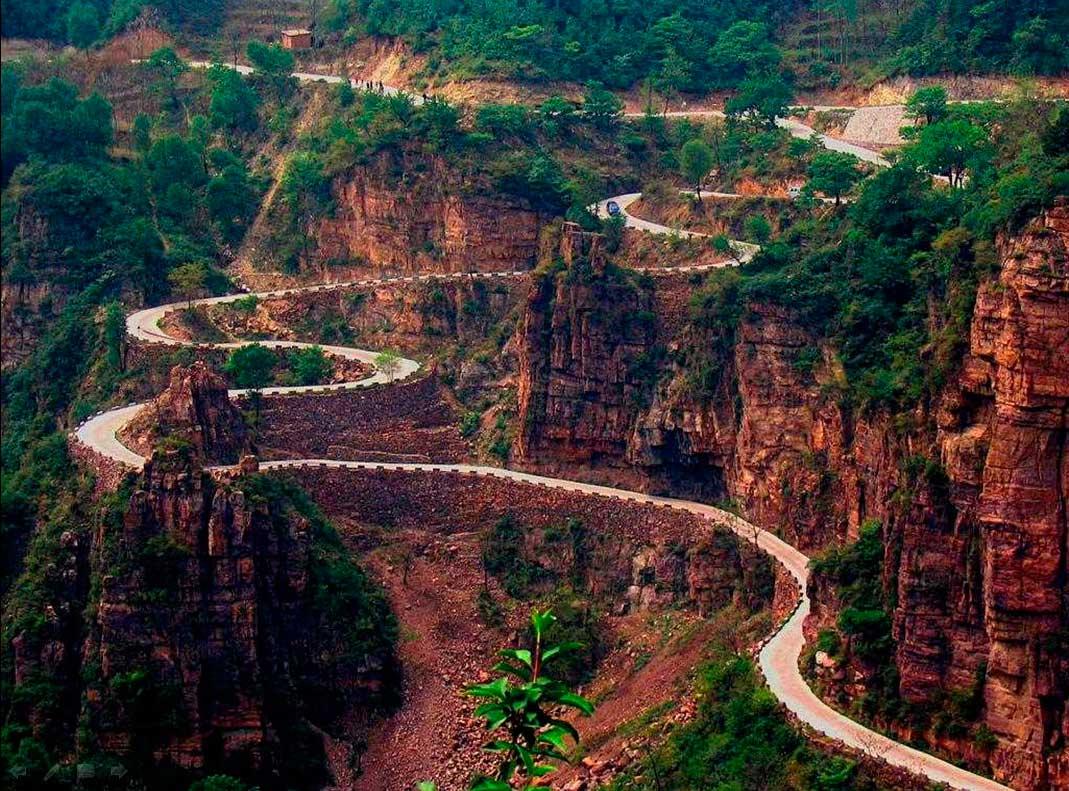 Crédito foto: http://paulofcruz.blogspot.com.br/2010/12/bolivia-estrada-da-morte.html