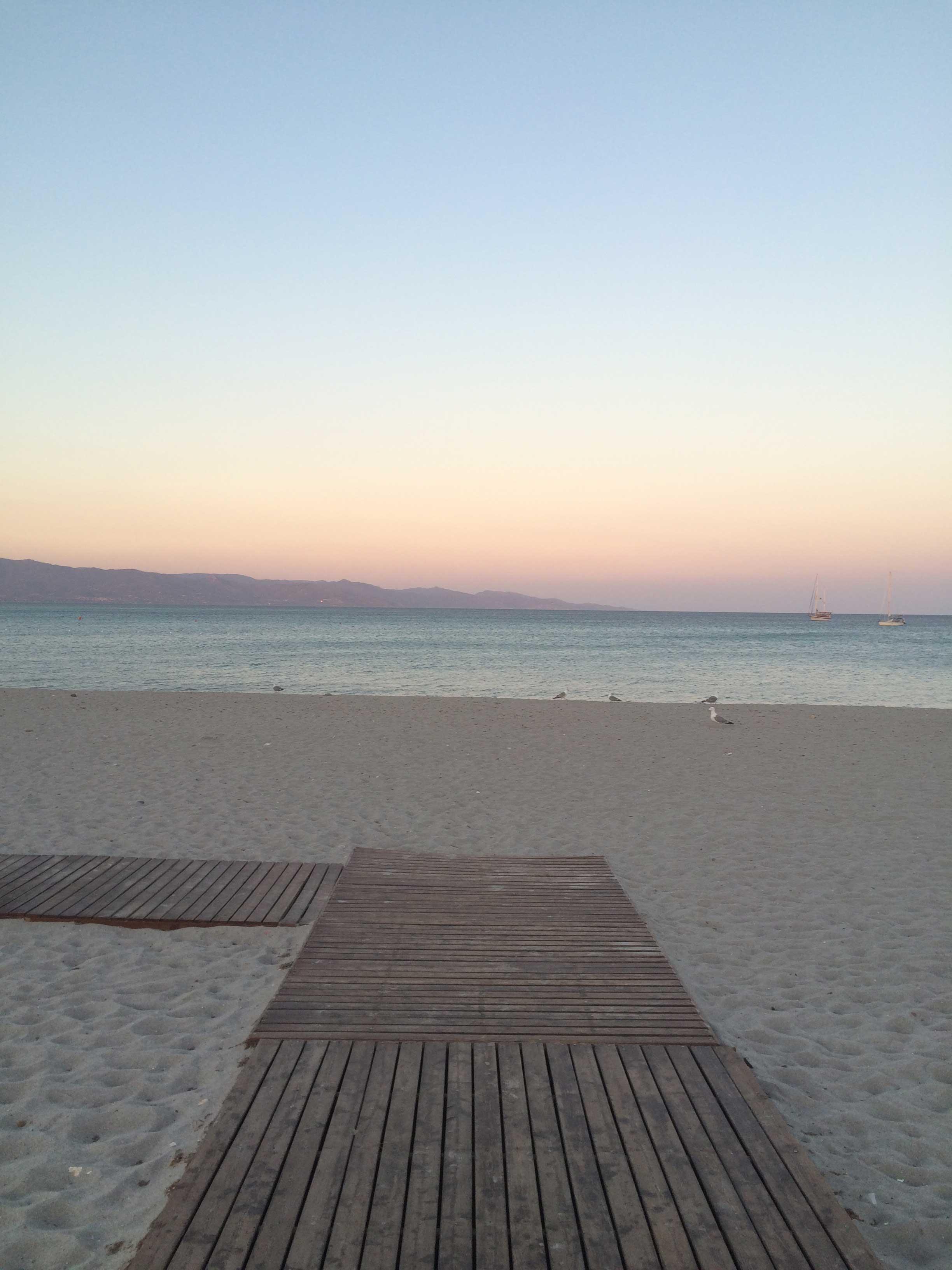 Pôr do sol na Praia do Poetto