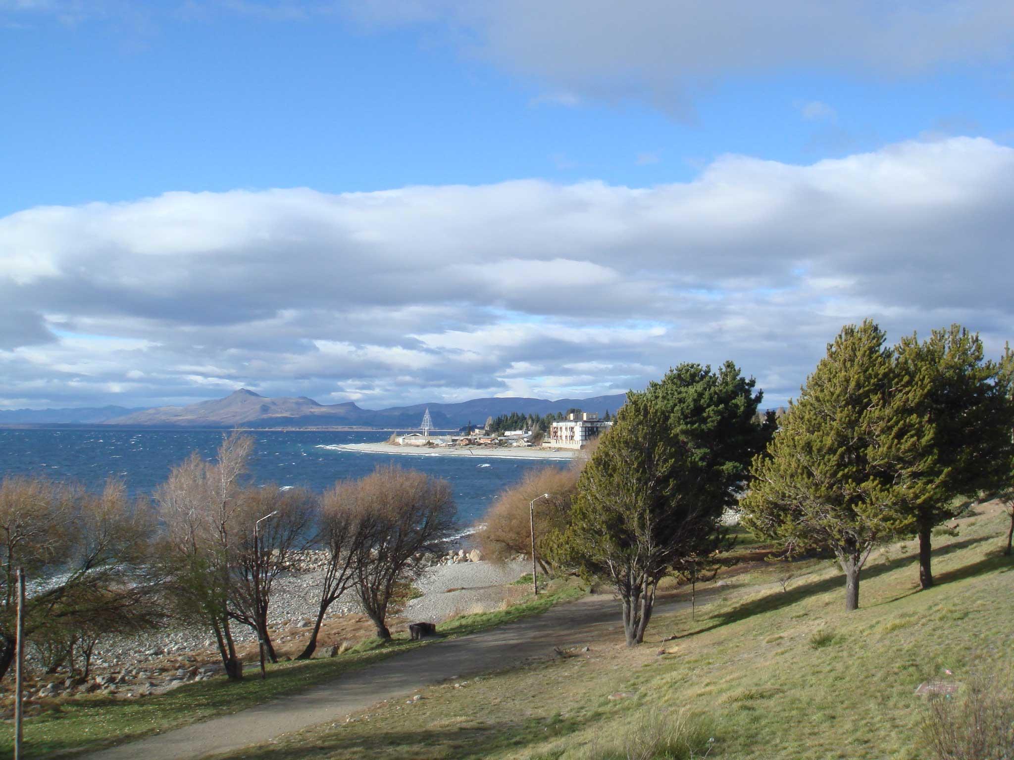 Parte baixa da cidade, na beira do lago Nahuel Huapi