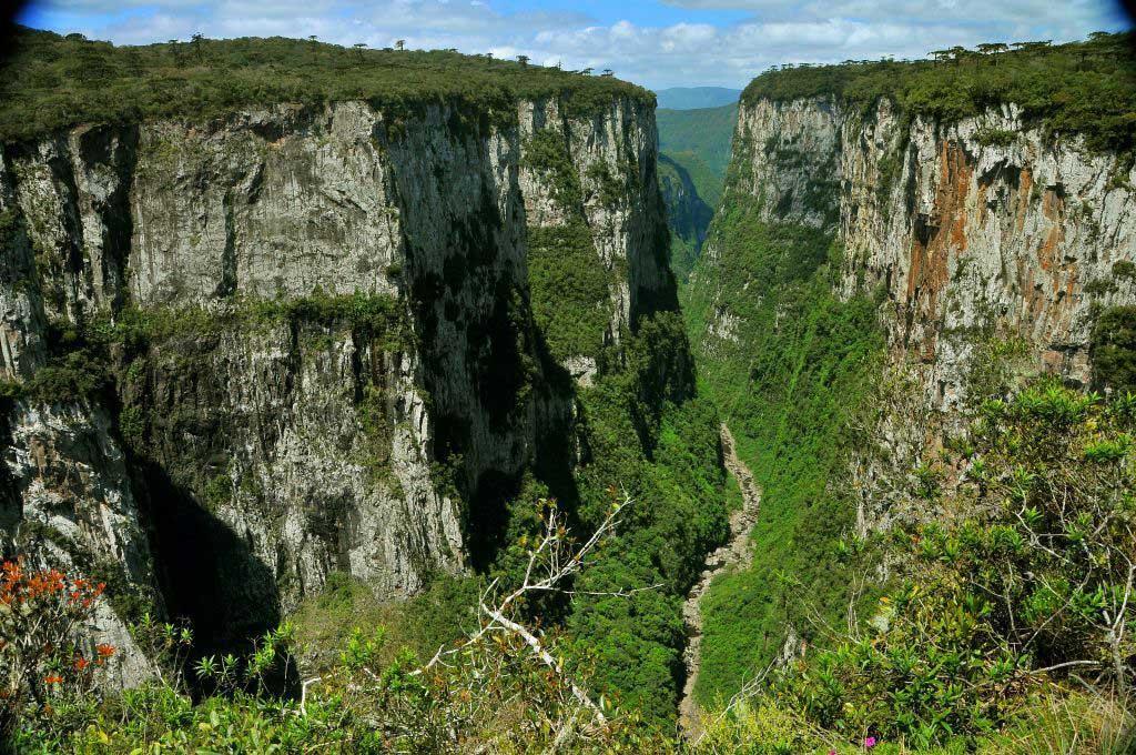 Canyon Itaimbezinho/ Crédito foto: http://cambaradosul.rs.gov.br/album/parque-nacional-da-serra-geral-canion-fortaleza/