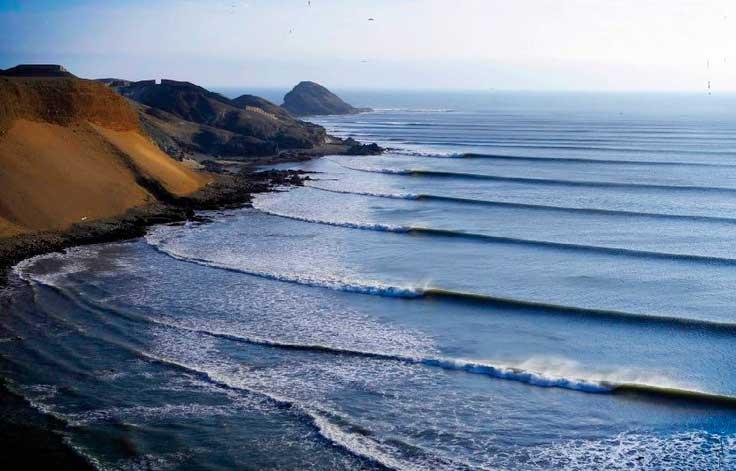 Chicama/ Crédito foto: http://www.vooseviagens.com.br/pacotes/pacotes-de-surf-trip-chicama-peru/