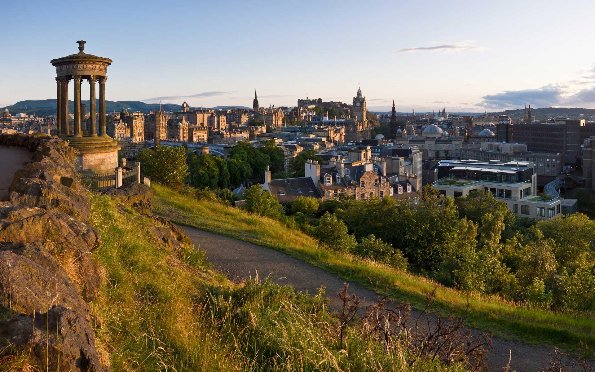 Crédito foto: http://colin.barschel.net/gallery/v/Edinburgh/Edinburgh+from+Calton+Hill.jpg.html