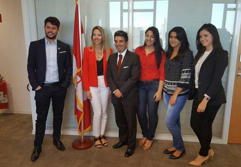 Hangout com Stéphane Larue, consul geral do Canadá em São Paulo, e estudantes embaixadores da Mission Abroad