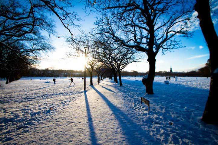 Crédito foto: http://inlingua-edinburgh.co.uk/scottish-winter-is-beautiful-16-breath-taking-pictures-of-edinburgh-in-the-snow/